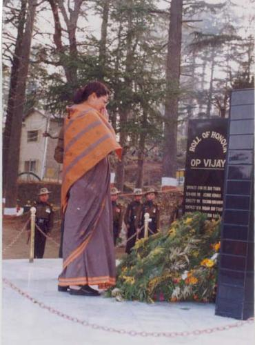 Geeta Kapadia paying tribute at the memorial